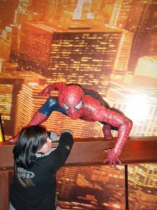 spiderman salva a Andrea